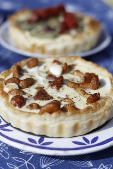Tarta z kurkami i kozim serem
