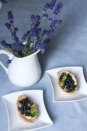 Tartaletki z kremem waniliowym i z jagodami