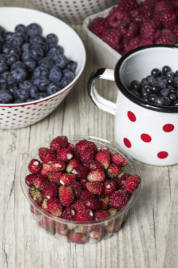 Deser lodowy o smaku owoców leśnych