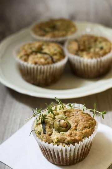 Wytrawne muffiny z cukinią, oscypkiem i oliwkami