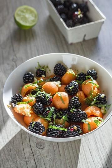 Sałatka z melona, jeżyn i imbiru