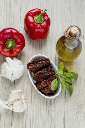 Pasta z pieczonej papryki i suszonych pomidorów