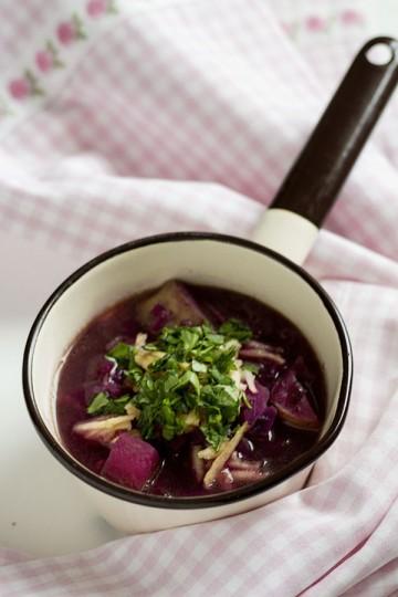Zupa z czerwonej kapusty