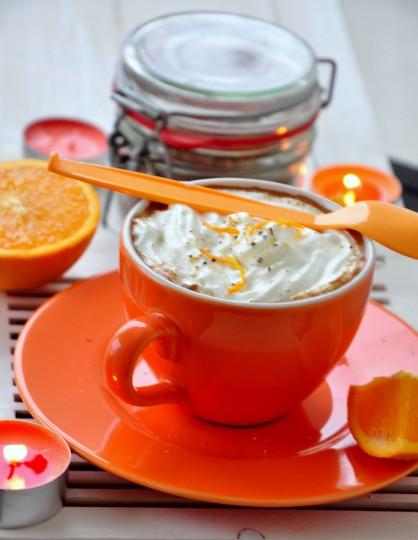 kawa z pomarańczą w tle