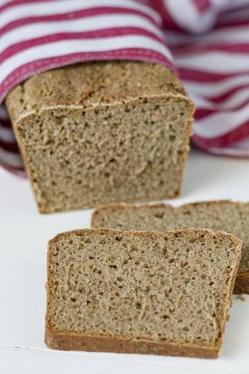 Chleb pszenno-żytni z otrębami na zakwasie