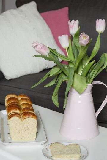 brioszka cytrynowa http://www.kuchniawformie.pl/2012/01/brioszka-cytrynowa-brioche/
