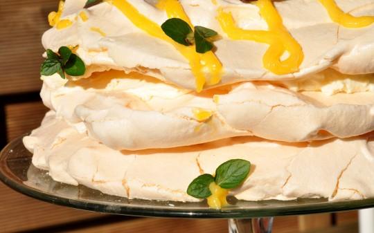 tort bezowy cytrynowy
