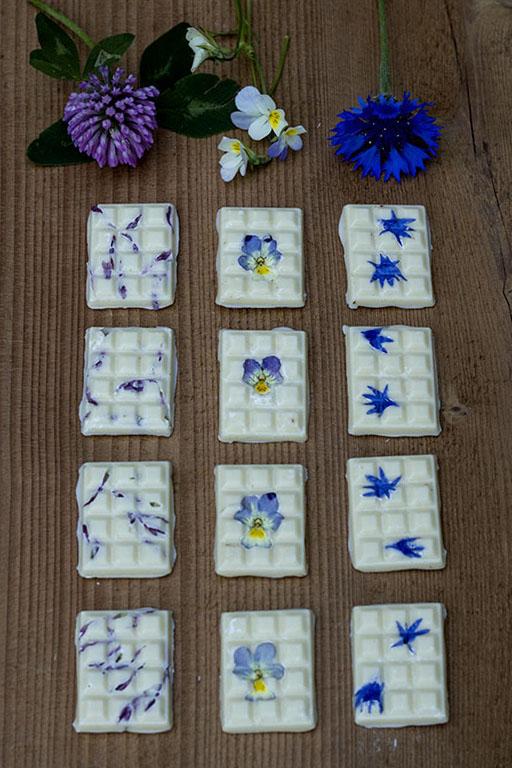 Biała czekolada z kwiatkami