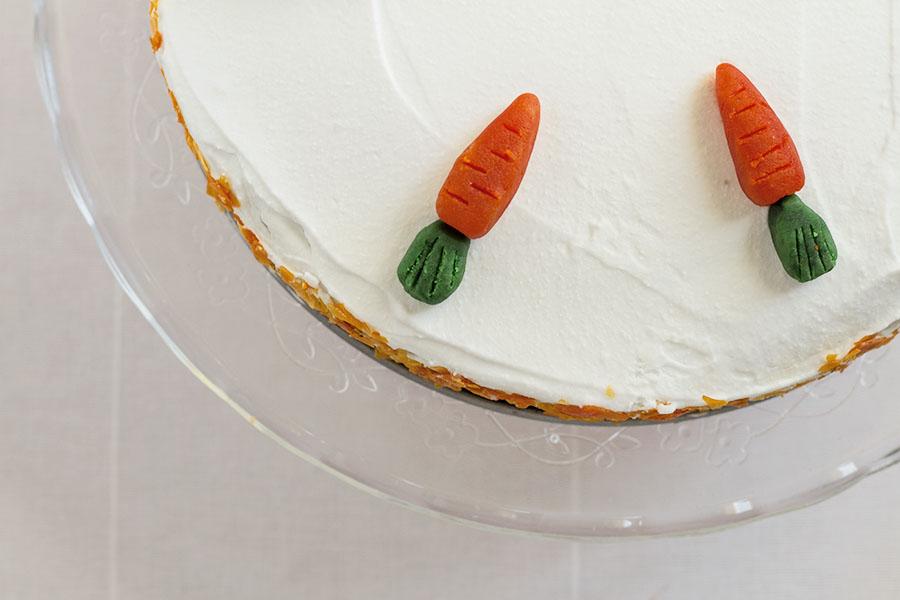 Wegańskie ciasto marchewkowe z masą kokosową