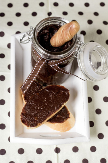 Czekoladowy krem z daktyli bez kakao (z karobem)