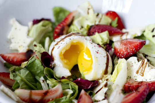 Jak zrobić jajko po benedyktyńsku (jajko w koszulce)?