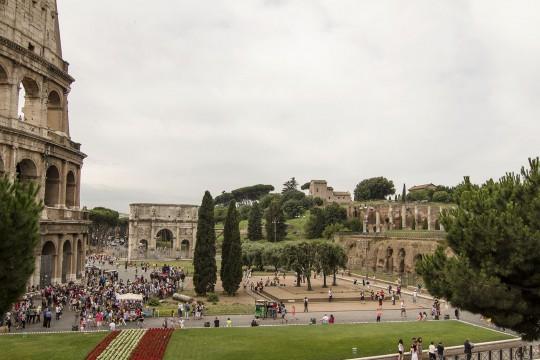 kolosem, niedaleko Trattoria Luzzi, Rzym