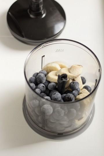 Kremowe lody bananowo-borówkowe bez cukru i mleka