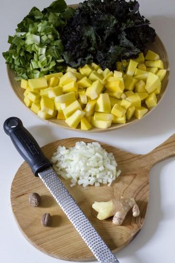 Wegańskie curry z dyni z kapustą chińską i jarmużem