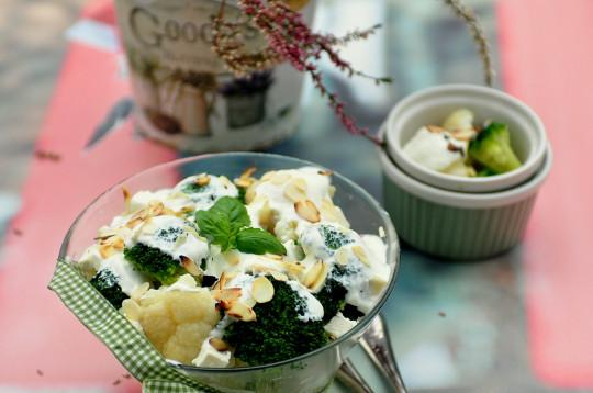 sałatka z brokułów i kalafiora