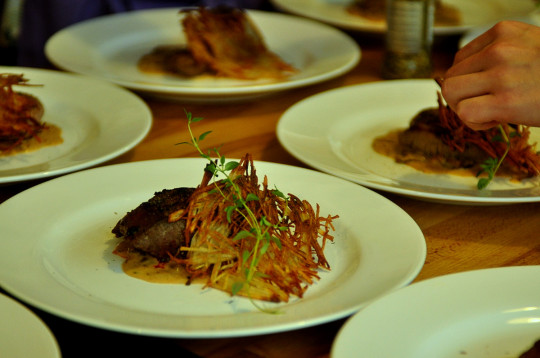 stek w sosie ze ślwiek i gorgonzoli