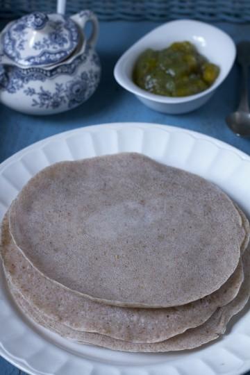 Wegańskie naleśniki z mąki gryczanej - 2 składnikowe