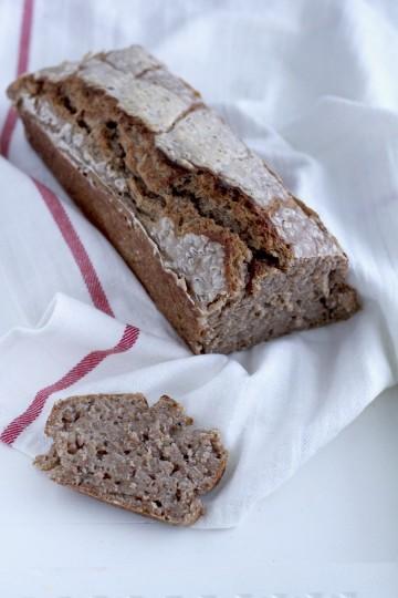Chleb żytni z ziarnami żyta (na zakwasie)