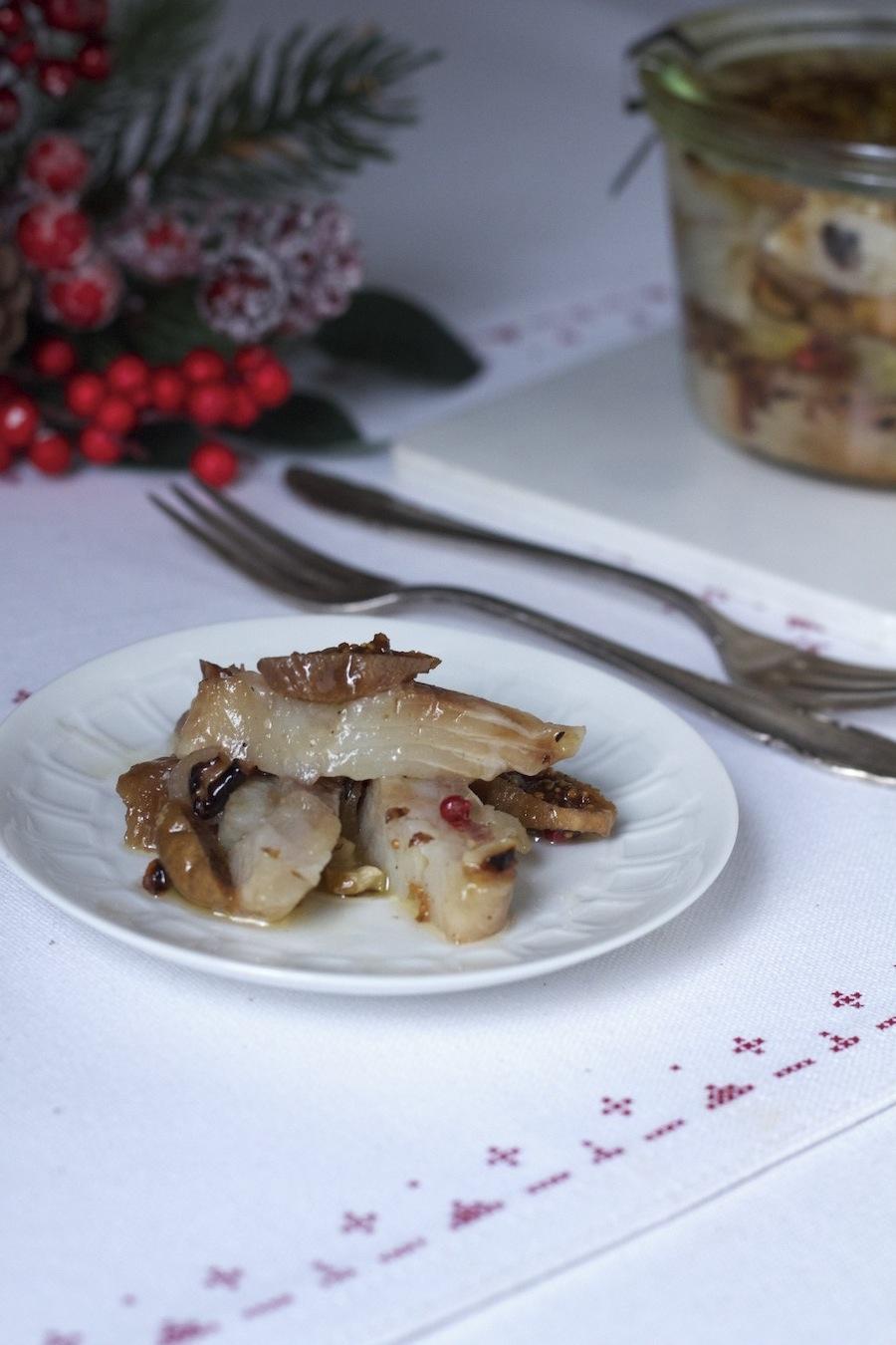 Śledzie z figami i orzechami z olejem lnianym