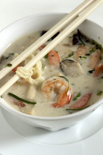 Tajska zupa Tom Yum z krewetkami