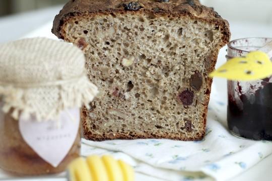 Razowy chleb z bakaliami