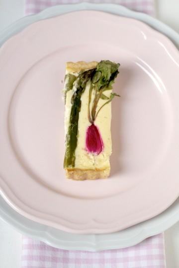 Tarta ze szparagami, z rzodkiewkami i z kozim serem