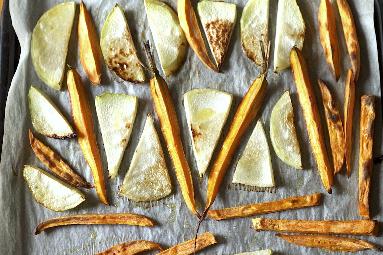 Pieczone warzywa z sosem z pastą tahini (z pastą z sezamu)