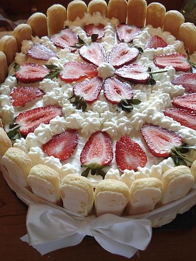 tort truskawkowy dla dzieci