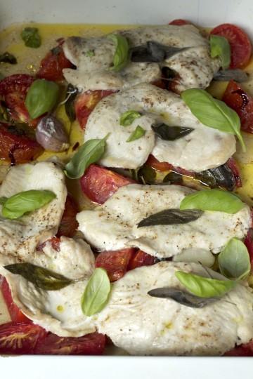 Filet z indyka pieczony z pomidorami i ziołami we włoskim stylu