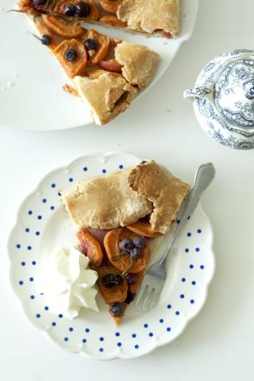 Rustykalna tarta z morelami i rozmarynem