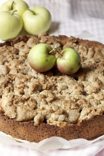 Kruche ciasto z jabłkami z orzechową kruszonką