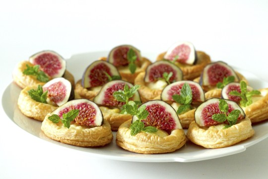 Tartaletki z cytrynową ricottą i świeżymi figami