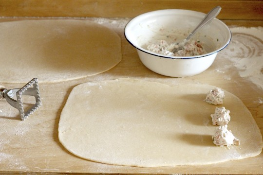 Ravioli z ricottą i wędzonym łososiem - Gotujmy zdrowo - mniej soli