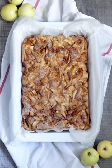 Szybkie biszkoptowe ciasto z jabłkami