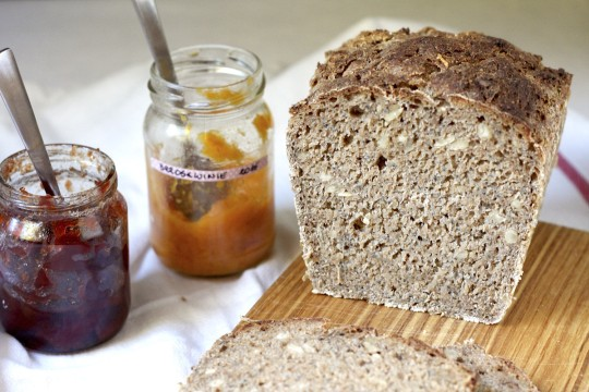 chleb razowy z nasionami chia