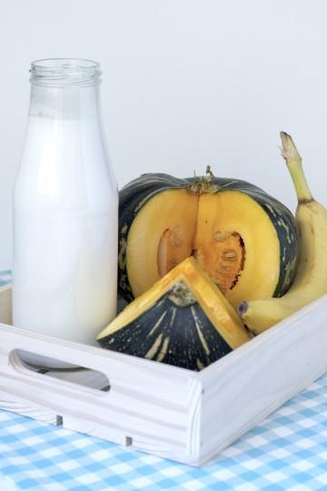 koktajl z dyni z mlekiem kokosowym i bananem