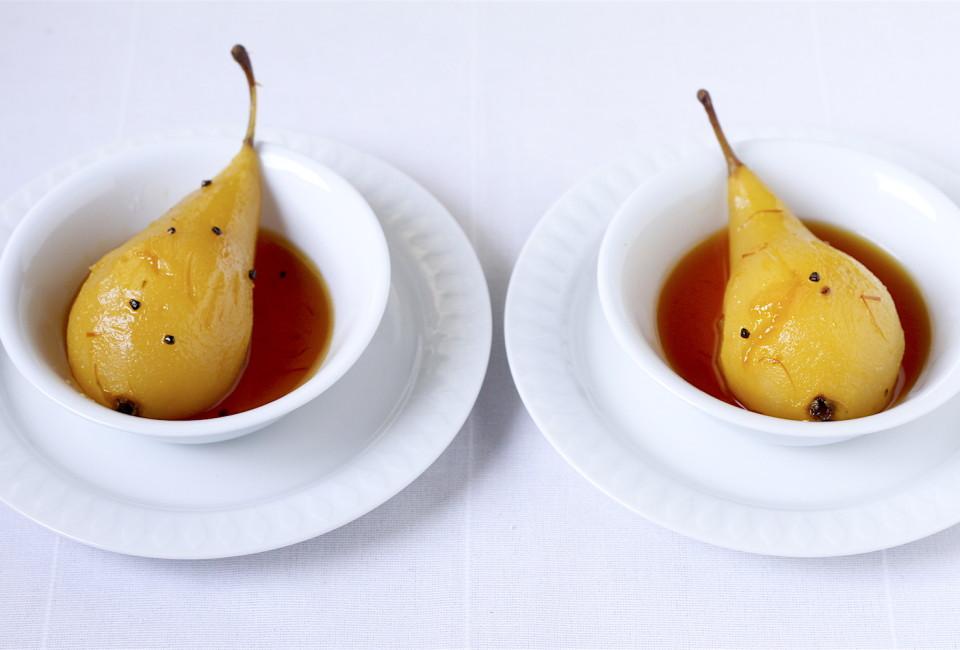 Karmelizowane gruszki w białym winie z kardamonem i szafranem