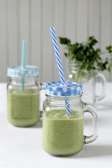 Zielony koktajl z pietruszki i awokado