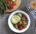 Sałatka z komosy ryżowej (quinoa) z awokado, szparagami i pomidorkami