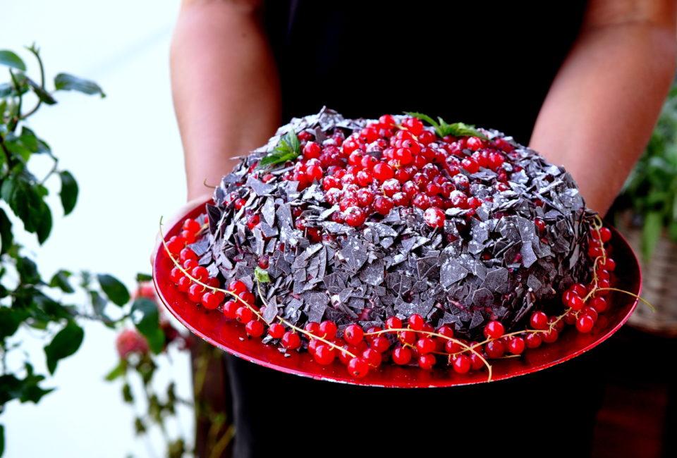 ciasto czekoladowe z malinami i porzeczkowe