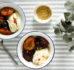 Śliwki smażone z rozmarynem z jogurtem greckim i prażonym lnem
