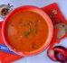 Rozgrzewająca zupa z papryki i śliwek