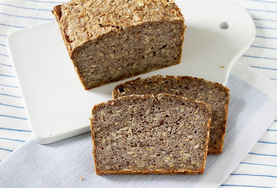 Bezglutenowy chleb z kaszy gryczanej niepalonej