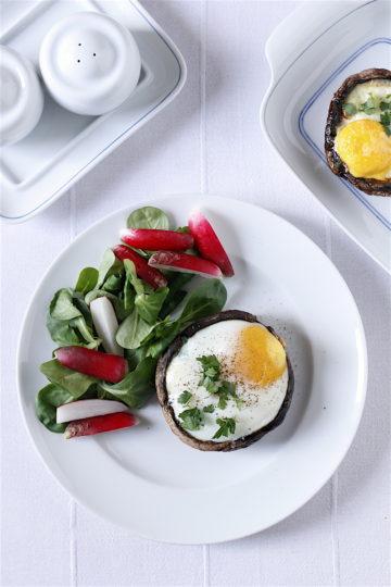 Pieczone pieczarki portabello z jajkiem