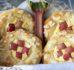 Co zabrać na majowy piknik? Najlepsze drożdżówki z serem, rabarbarem i migdałami.