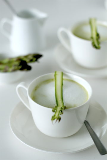 Cappuccino ze szparagów - jak wykorzystać końcówki i obierki ze szparagów
