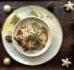 Sznycle z indyka w sosie grzybowym z piernikowymi chrupkami z kaszy gryczanej – pomysł na świąteczny obiad