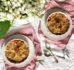 Bezglutenowe crumble z rabarbarem i rozmarynem – deser bez cukru w 10 minut